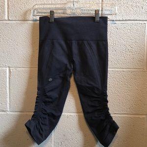 lululemon athletica Pants - Lululemon blue Ebb & flow crop legging sz 2 60077